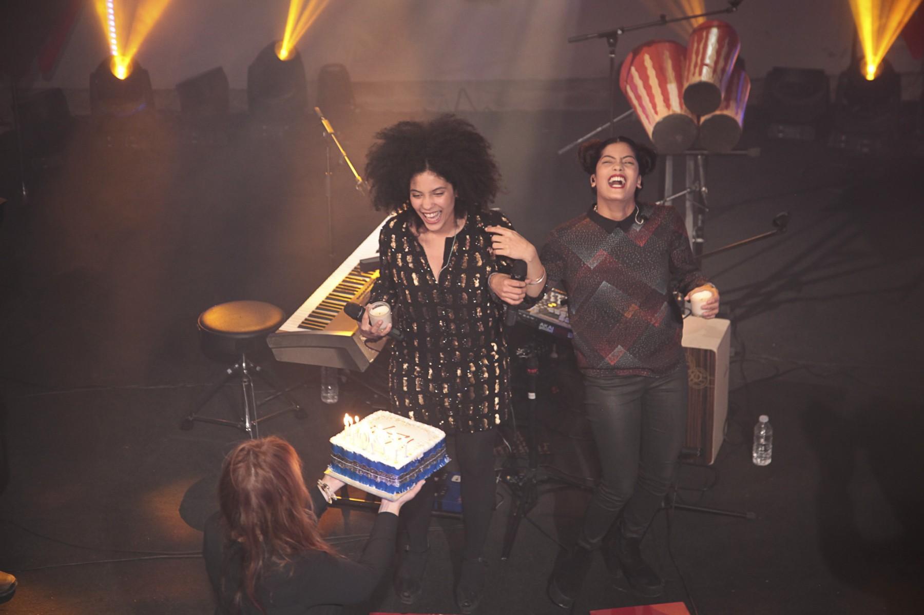 IBEYI AND THEIR BIRTHDAY CAKE
